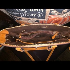 Vicenzo Bags - 🌺Beautiful Vicenzo Leather handbag 🌺